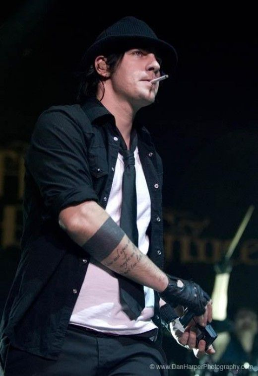 7. Adam Gontier of Three Days Grace - Another distinct voice, been a fan from the moment I heard I Hate Everything About YouHis sound makes him sexy ^_^