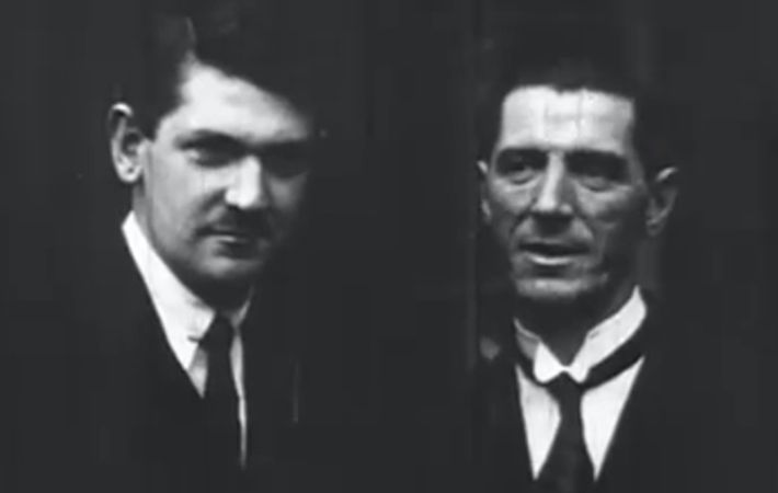 Amazing British Pathé footage shows time when the Anglo-Irish treaty of 1921 was at the most critical moment.