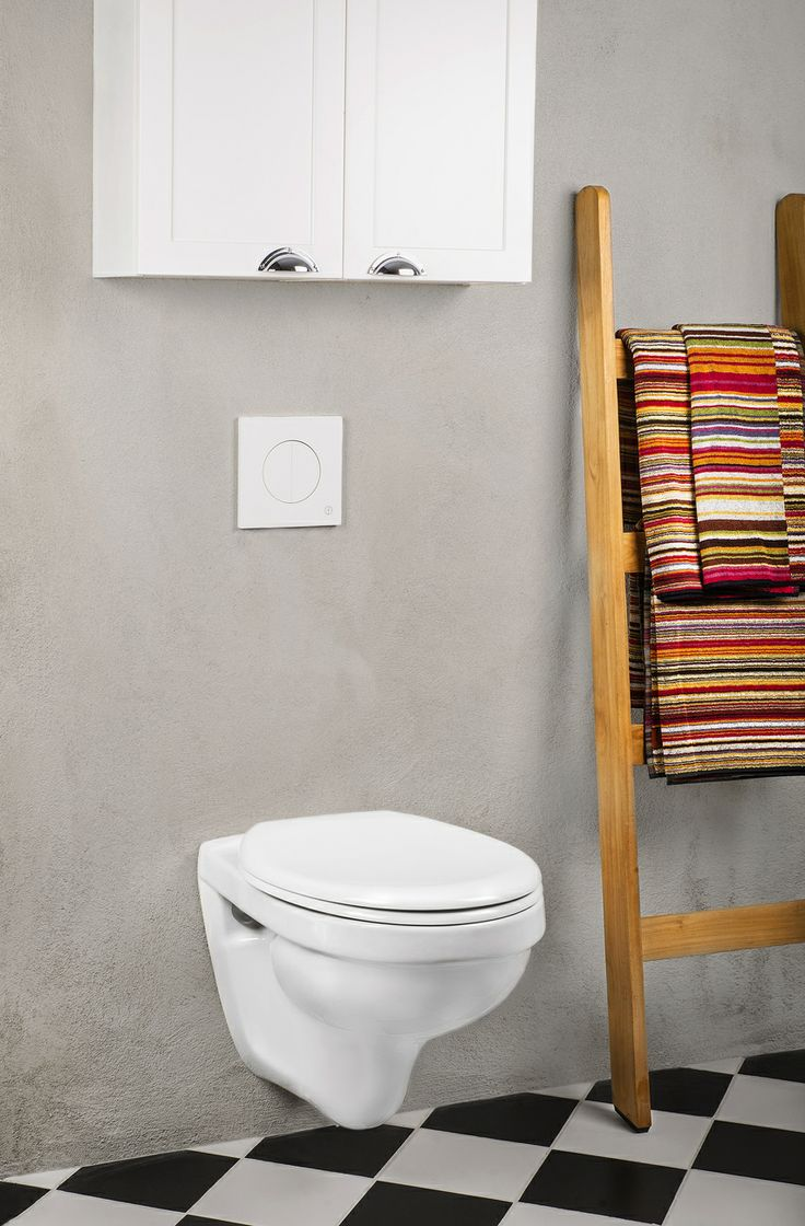 Vägghängd toalett vars rena linjer underlättar vid städning ...