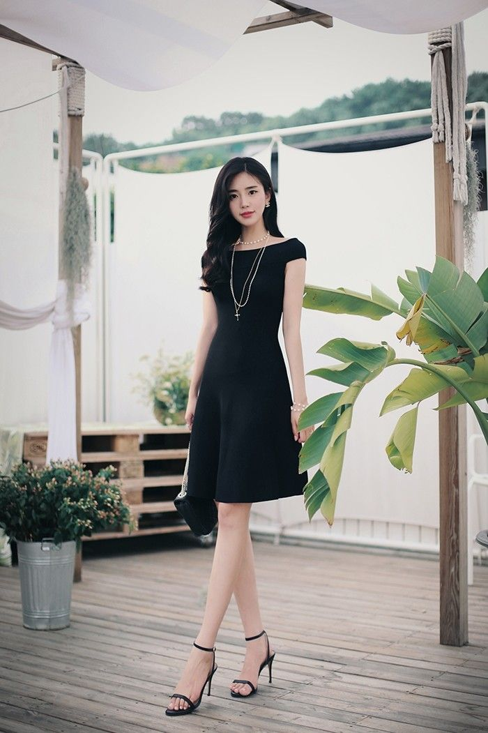 1419c784b2 Pin oleh Bruna Terneiro di moda coreana di 2019 | Fashion, Black dress  outfits, dan Classy dress
