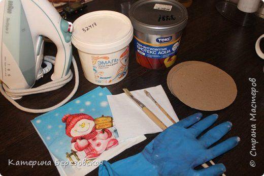 Здравствуйте!Хочу показать как я делаю декупаж картона. Для этого нам потребуется:  - заготовки из картона - акриловая краска  белого цвета - лак акриловый - салфетки - 2 кисти (для краски, лака) - салфетка белого цвета - утюг - перчатка и так начнем:) фото 1