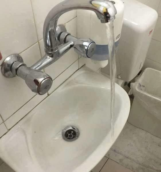 Über diese Waschgelegenheit. | 23 Handwerker-Fails, über die du 2016 einfach lachen musstest