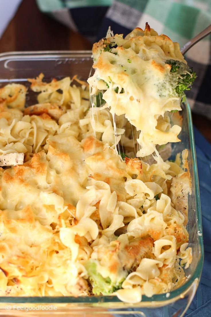 Skinny Chicken & Broccoli Pasta Alfredo that uses no-yolk noodles with no cholesterol and low calorie cheese wedges for healthy, rich & creamy yumminess