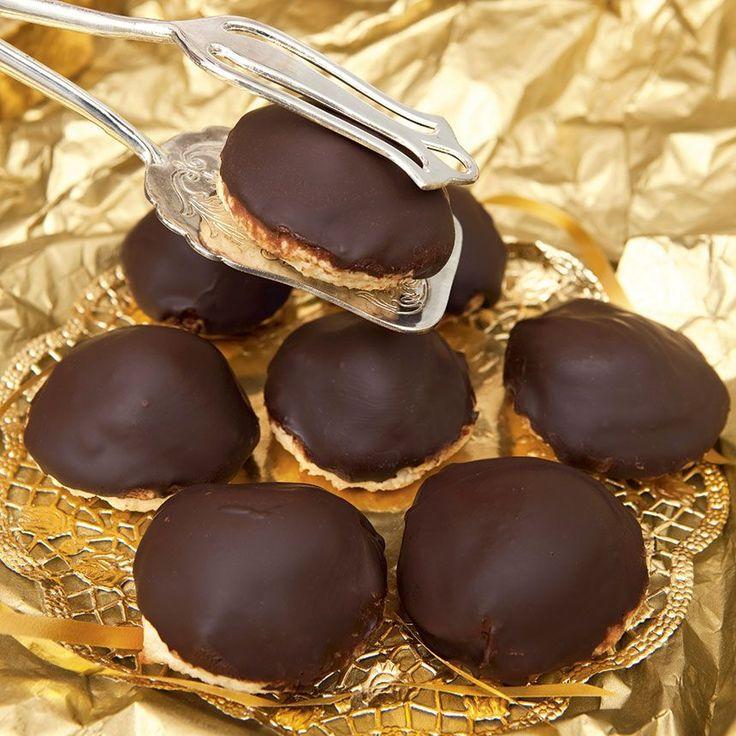 Läckra godbitar fylld med en ljuvligt god smörkräm. Chokladbiskvier. Biscuit suédois au beurre et au chocolat. Divin!