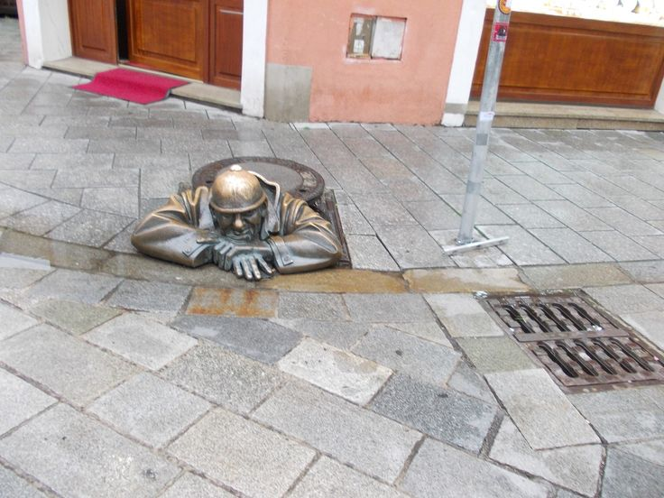 Bratislava - Bronze statues