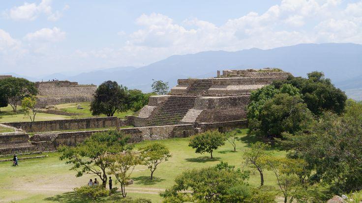 Monte Albán, antigua capital Zapoteca y una de las primeras ciudades de Mesoamérica, (Impresionante vista, es hermoso). Oaxaca, Mex.