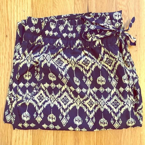 Aztec print pants Lightweight Aztec print pant in navy blue and tan/yellowish print. With drawstring and pockets. Barely worn in mint condition ! Love Tree Pants