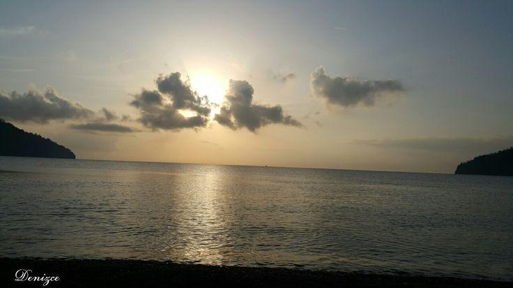 ... kuş cıvıltılarının eşliğinde bu muhteşem manzaraya doğru kısa bir yürüyüşe ne dersiniz  ...deniz sizi çağırıyor  #adrasan #adrasansahili nden #gündoğumu yla #günaydınnn #huzur #doğa #aşk #umut #mavi #yeşil #kuşlar #muhteşem #manzara larla ...#antalya  Www.adrasandenizhotel.com