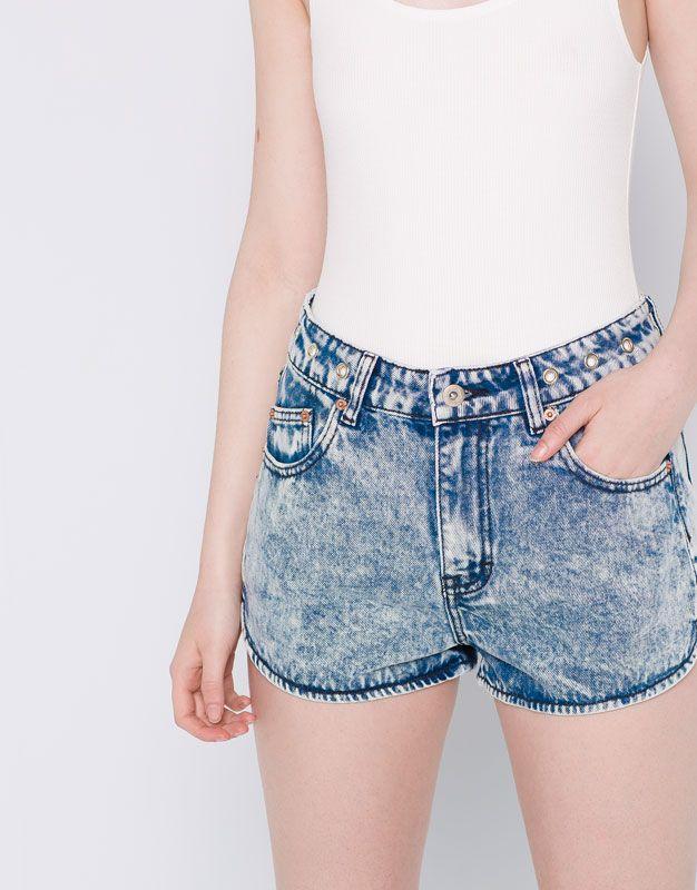 Pull&Bear - mulher - vestuário - bermudas e shorts - calções de ganga mom fit ilhós - azul deslavado - 05692309-I2016