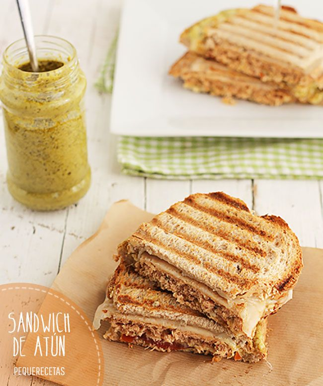 Sandwich de atún con queso gratinado Sandwiches, Queso, Joy, Bread, Tuna Sandwich Recipes, Cake Recipes, Hamburgers, Recipes, Glee