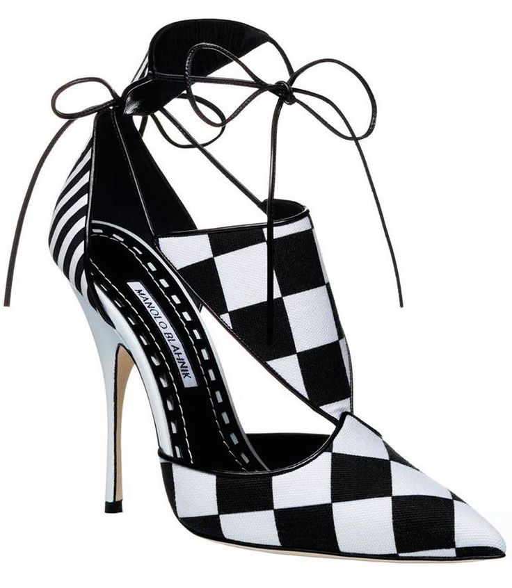 Manolo Blahnik Spring-Summer 2016 stunning black and white  pump.