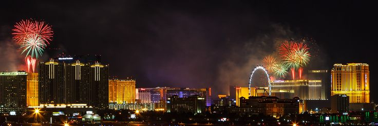 Las Vegas New Year's Eve Fireworks - New Year's Eve Fireworks Las Vegas, Nevada 12/31/2015