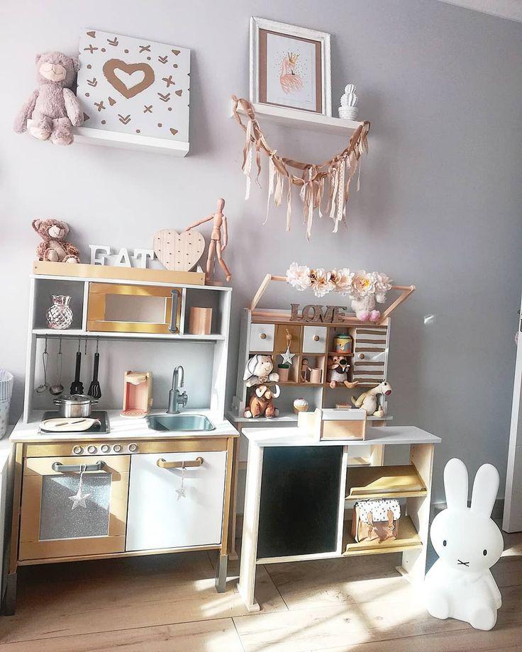 Dormitorios infantiles son la parte que mas me gusta de la decoracion cuando tenga mas tiempo cambiare cosillas de momento he tuneado la cocinita del ikea y una tienda de maderita! . . . #decorgroup#decor#decoration#interiordesign#interior#kidsroom#kidsinterior#kids#style#nordic#nordicstyle#scandinavian#home#myhome#homestyle#homesweethome#bedroom#inspo#inspiration#picoftheday#instagood#photooftheday#photo#instagram#instalove#love#decolovers#living#picture#toys