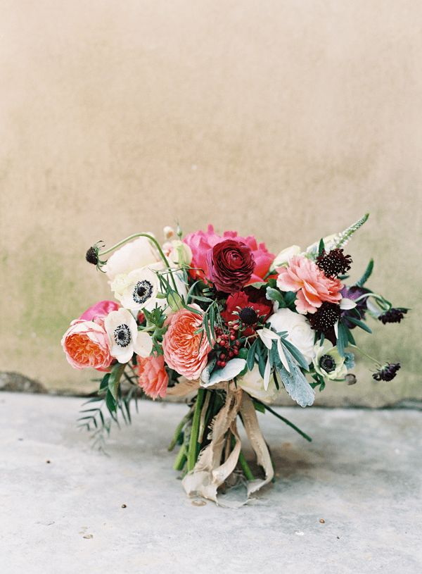 Notice how the ribbon mimics not just the style but also the sway of the bouquet.  [via Every Last Detail]