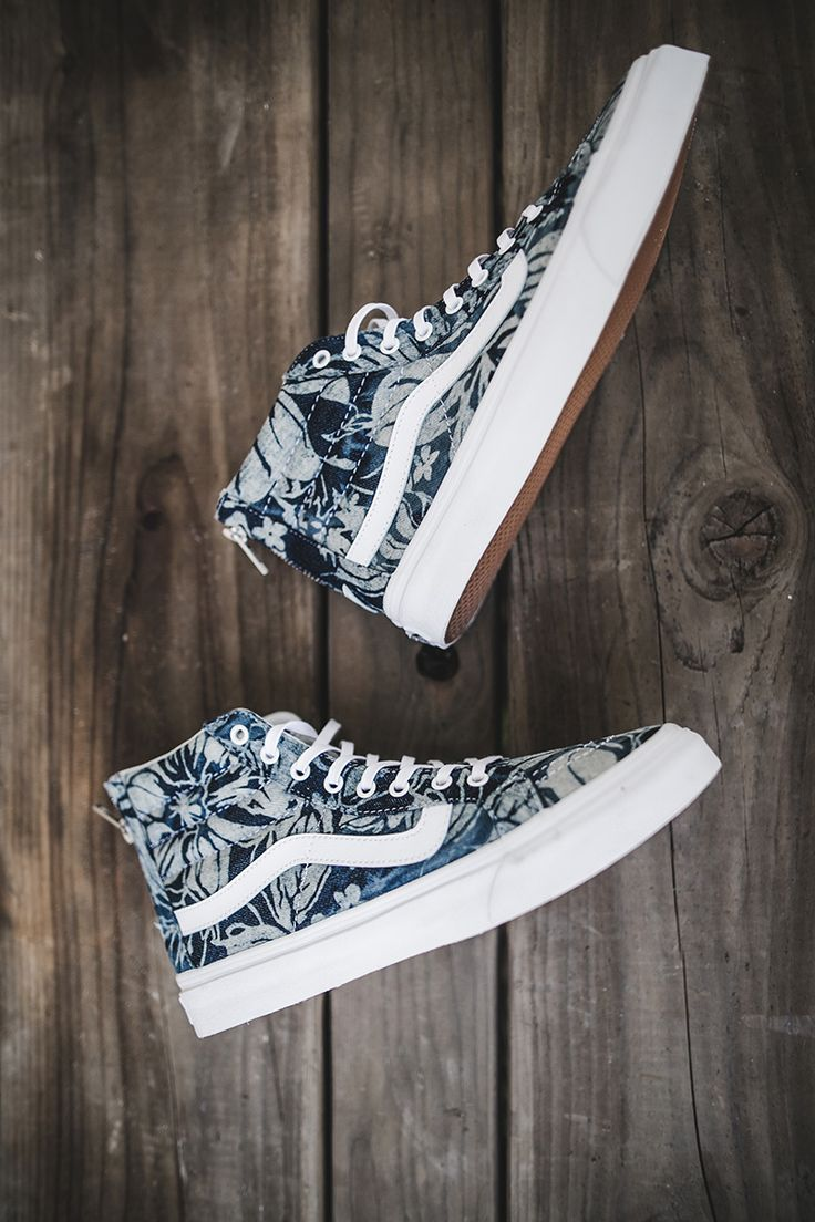 Say aloha to the Indigo Tropical Sk8-Hi Slim Zip.