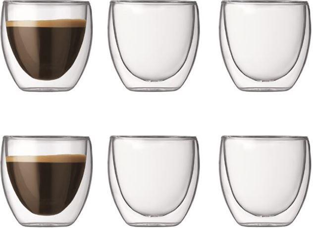 Bodum Pavina 8cl set 6 stuks  Bodum Pavina 8cl set 6 stuks: Bodum dubbelwandig glas (handgemaakt) Warme dranken blijven door dit dubbelwandige glas langer warm maar koude dranken blijven ook langer koud!Dit 8cl glas is erg geschikt voor de mooiste espresso waarbij de crema laag duidelijk zichtbaar is. Daarnaast is elk glas individueel mondgeblazen! Door het dunne glas en de lucht tussen de wanden beïnvloed de temperatuur van het glas de temperatuur van de drank zo min mogelijk. Bij aardewerk…