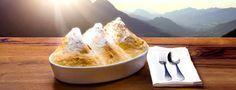 SalzburgerLand: Salzburger Nockerl - Die Grundlagen der Salzburger Küche sind oft recht einfache Produkte und Rezepte, die man jedoch auf vielerlei Weise zu verfeinern und variieren versteht. Köstliche Gerichte vom Weidelamm oder vom Almochsen sind ebenso vertreten wie Wildspezialitäten. Die wohl berühmteste Spezialität aus Salzburg sind die Salzburger Nockerl. Via Culinaria, Salzburger Nockerl © SalzburgerLand Tourismus