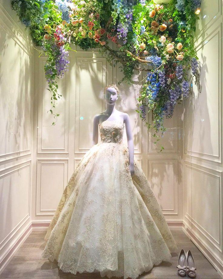 YolanCris | YOLAN CRIS at 渕上ファインズ NEW STORE in FUKUOKA JP ・・・ Yolan Cris Llunas wedding gown with #strapless neckline | Orchid Bridal Collection 2016.  #japan #fukuoka #yolancris #YC #fiorebianca #dressthelife #newopen #wedding #weddingdress #JP #naturalflowers #newin