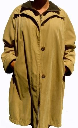 A very comfortable and light winter coat in a soft suede feel fabric with a double fleece lined collar, a zip up front to the chin plus a double breasted front with hidden buttons providing double protection over the chest area, turned up cuffs, two outer pockets, slightly padded round shoulders with no defined seam and two side flaps with double press studs. A full lining and one inside pocket.
