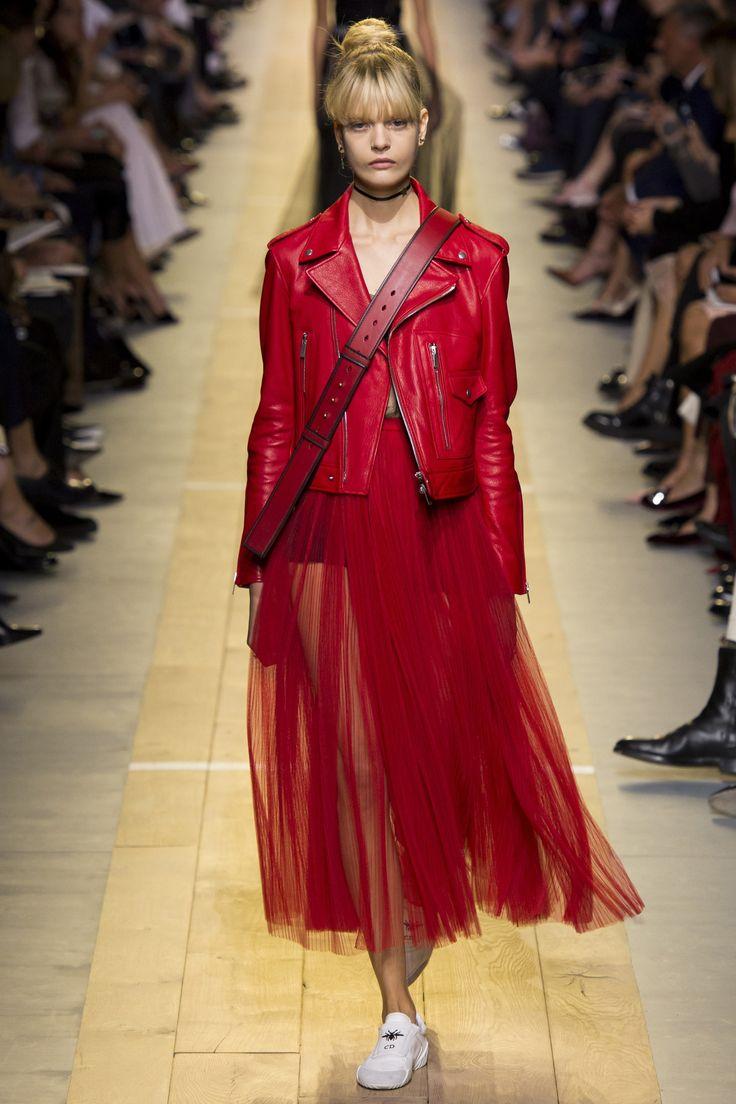 Christian Dior Spring 2017 Ready-to-Wear Fashion Show - Caroline Schurch (Women)