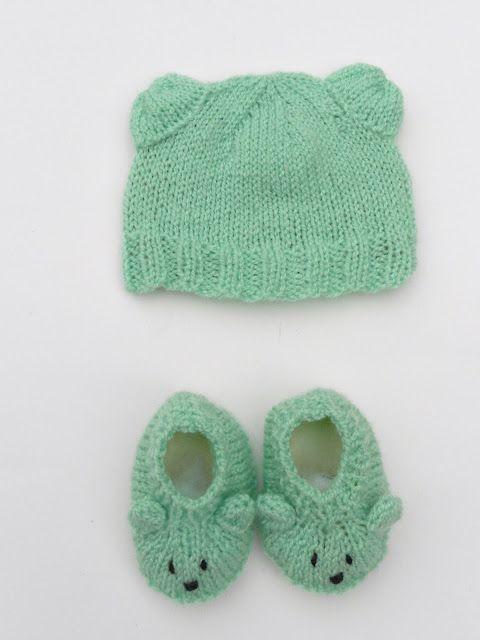 Petit ourson Anis est un ensemble Bonnet & Chaussons en forme de nounours . Il tiendra votre  nouveau-né bien au chaud à la maternité. Les semelles sont en polaire, ce qui apporte davantage de confort et de douceur aux pieds de bébé. Il s'agit d'une taille naissance. Mots-clés : layette / bébé / nourrisson / chaussons / bonnet /  tricot / vêtement / fait-main / made in France / petit pois / anis / mixte / vert