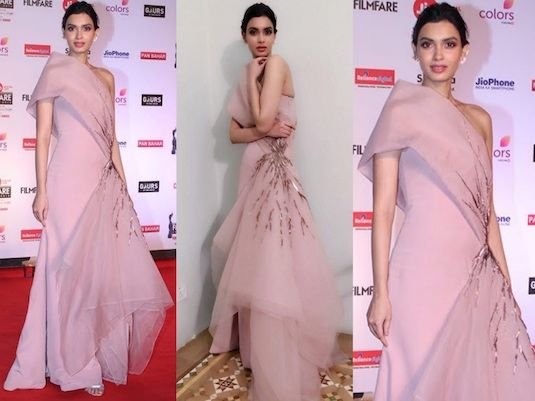 Fashion Hits & Misses From The Filmfare Awards 2018 in 2019