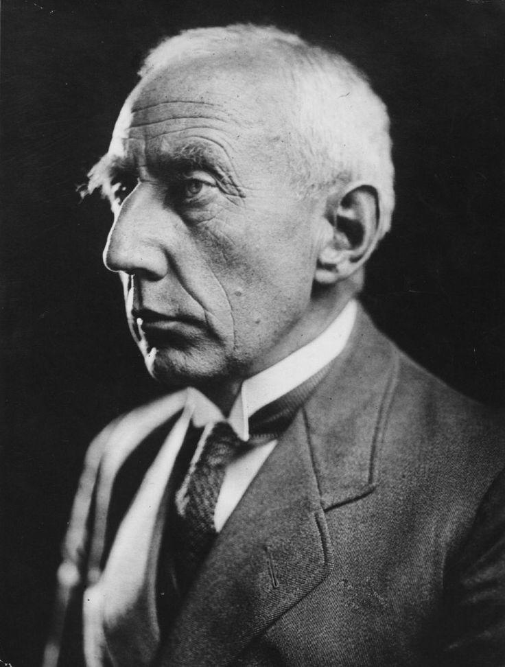 Amundsen  Retrato sin datar de Roald Amundsen, años después de lograr alcanzar el Polo Sur, y quitarse la espina de no haber sido el primero en llegar al Polo Norte.