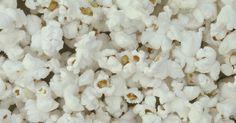 Hacer palomitas de maíz en la cocina se ha convertido en una tradición perdida en muchos hogares debido a la conveniencia del microondas. Si deseas restaurar la tradición familiar ...