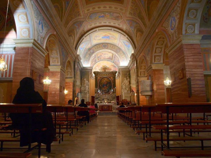 """La chiesa di Santa Maria Maggiore è chiamata """"La Cappella Sistina della Barbagia"""" grazie ai suoi bellissimi affreschi che adornano la volta e le tre navate."""