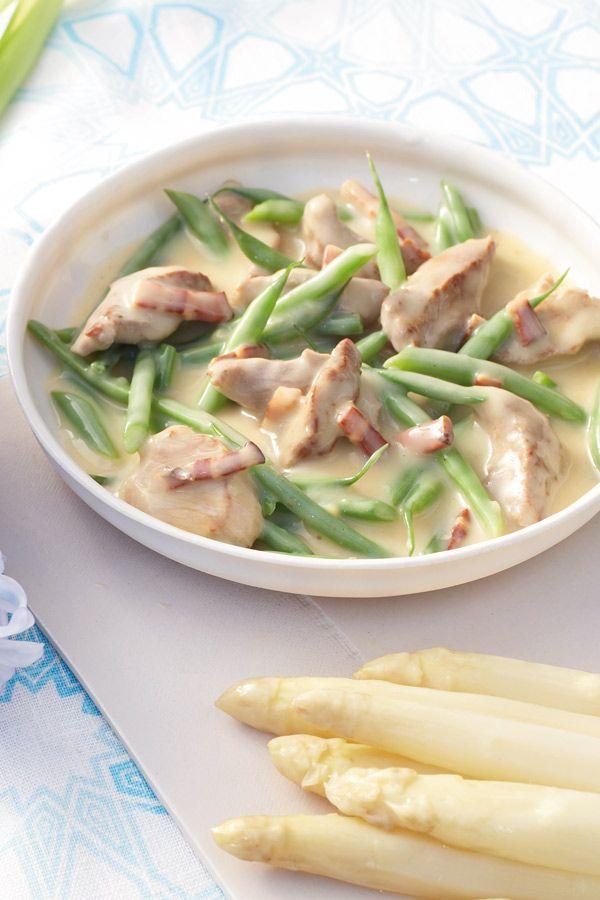 Zartes Rinderfilet mit leckerer Sauce und frühlingsfrischem Spargel.