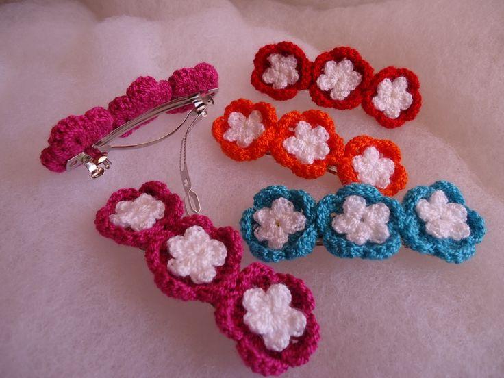 Broches metálicos para el pelo con flores en crochet