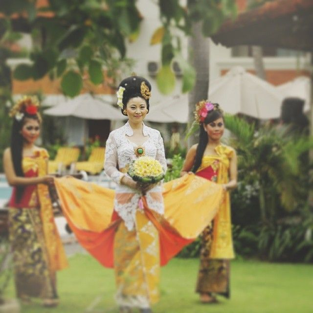 #couple #love #reception #weddingflowers #romanticgetaway #weddingvilla #bride2014 #bridegroom #wedding2014 #tropicalwedding #indonesia #keb...