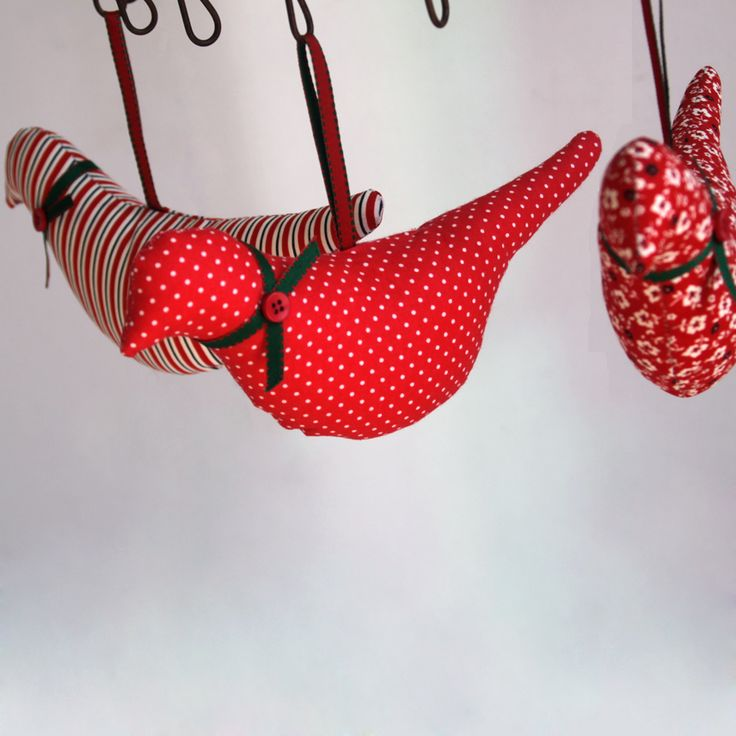 Fabric, hanging birds with perfume in 3 red variations.