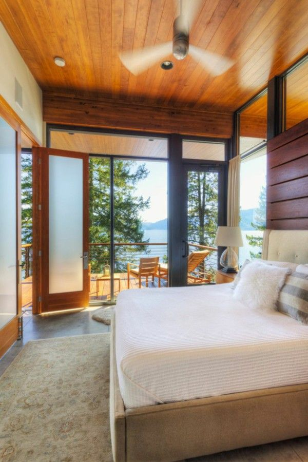 An elegant residence overlooking the Lake bedroom bed