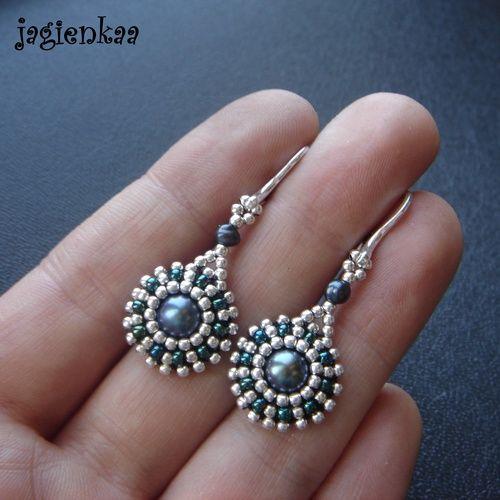 lovely tiny beads embrace pearl elegantly.