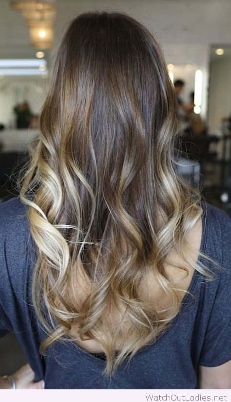 Amazing brunette with caramel highlights. Are you looking for hair color ideas for brunettes for fall winter and summer? See our collection full of hair color ideas for brunettes and get inspired!