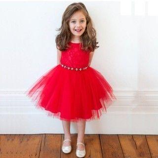 Vestido de renda e tutu vermelho