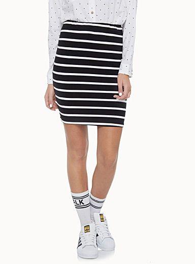 Une exclusivité Twik    - L'essentielle jupe décontractée en jersey stretch et structuré double épaisseur  - Imprimés vedette chambray, rayures ou géo au choix  - Fine taille élastique enrobée  - Coupe crayon droite au genou
