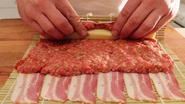 Many people proclaim everything tastes better with bacon. But in a sushi roll? I never imagined it, but this meat-loving chef has created a roll he calls the Moink Roll. Using ground beef, cheese and bacon, he shows how to make a barbecue item that's sure to satisfy meat lovers everywhere and be a hit […]