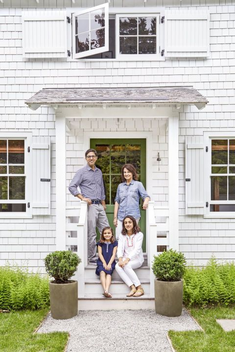 This tiny maine cottage is the epitome of new england for New england cottage style