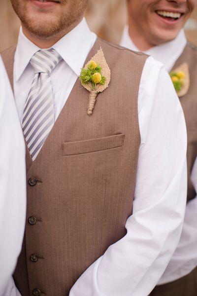 burlap boutonnieres | Katelyn James #wedding