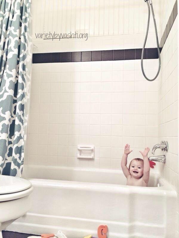 Ditch de kleurrijke jaren 1960-stijl badkuipen, wastafels en tegels door ze te schilderen met een tegel en bad schilderen kit. | 31 DIY Projects That Will Make Your House Look Amazing