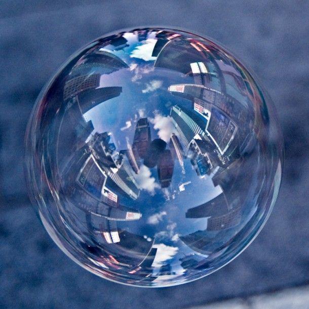 Reflets de villes dans des bulles de savon