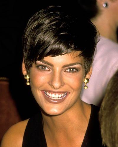Tagli di capelli corti: 33 pixie cut da star Linda Evangelista (1989)