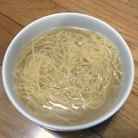 お湯で溶かすだけ!簡単塩ラーメンスープ