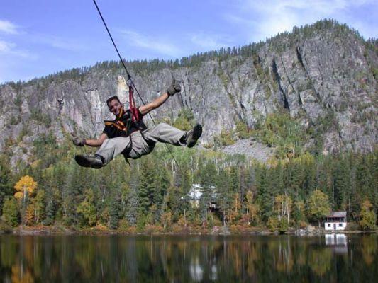 Palissades de Charlevoix - lac et rivière sauvage - tyrolienne - via ferrata