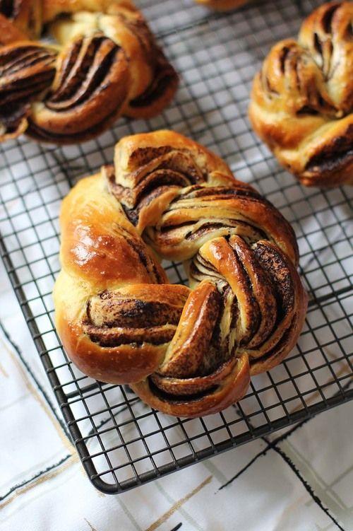 The Flying Flour - Couronnes de brioches tressées au chocolat