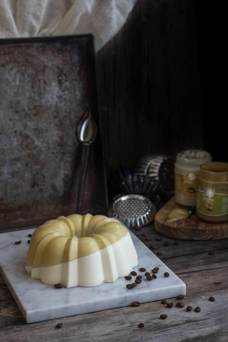 Panna cotta pistacchi e pinoli http://www.labottegadelledolcitradizioni.it/2016/07/panna-cotta-ai-pinoli-e-pistacchi.html