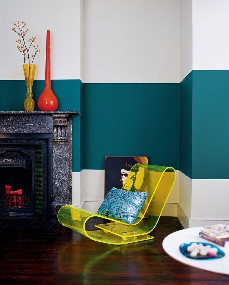 peinture bicolore en sarcelle et blanc et fauteuil à bascule en acrylique