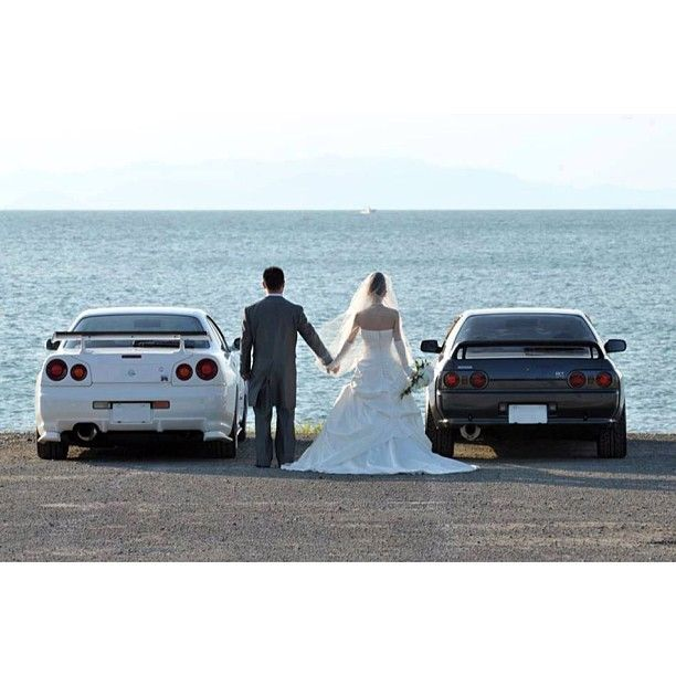 @Mikayla Weible definately need a wedding photo like this if the cars are done